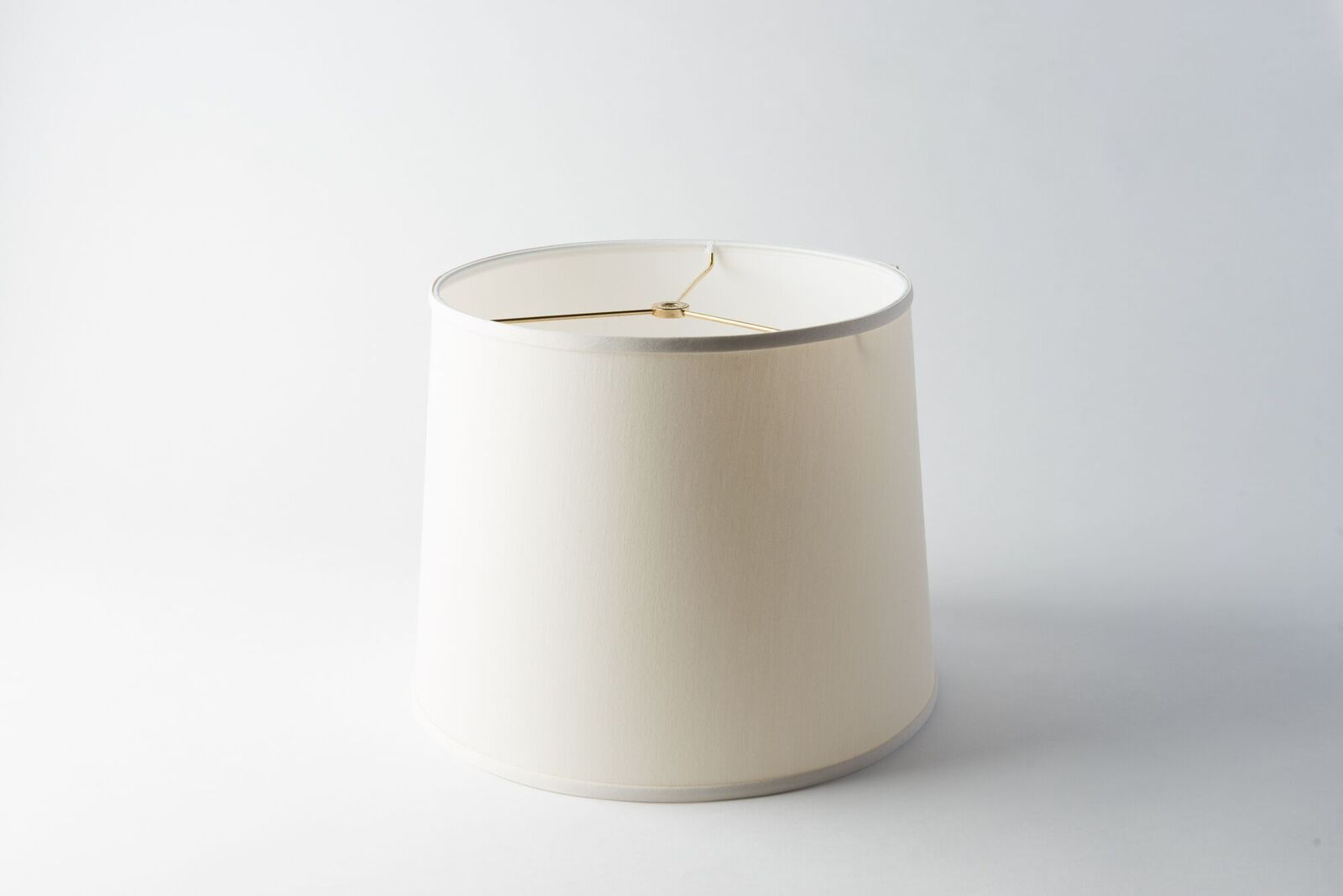 https://www.hotel-lamps.com/resources/assets/images/product_images/retro_drum_ivory_silk.jpeg