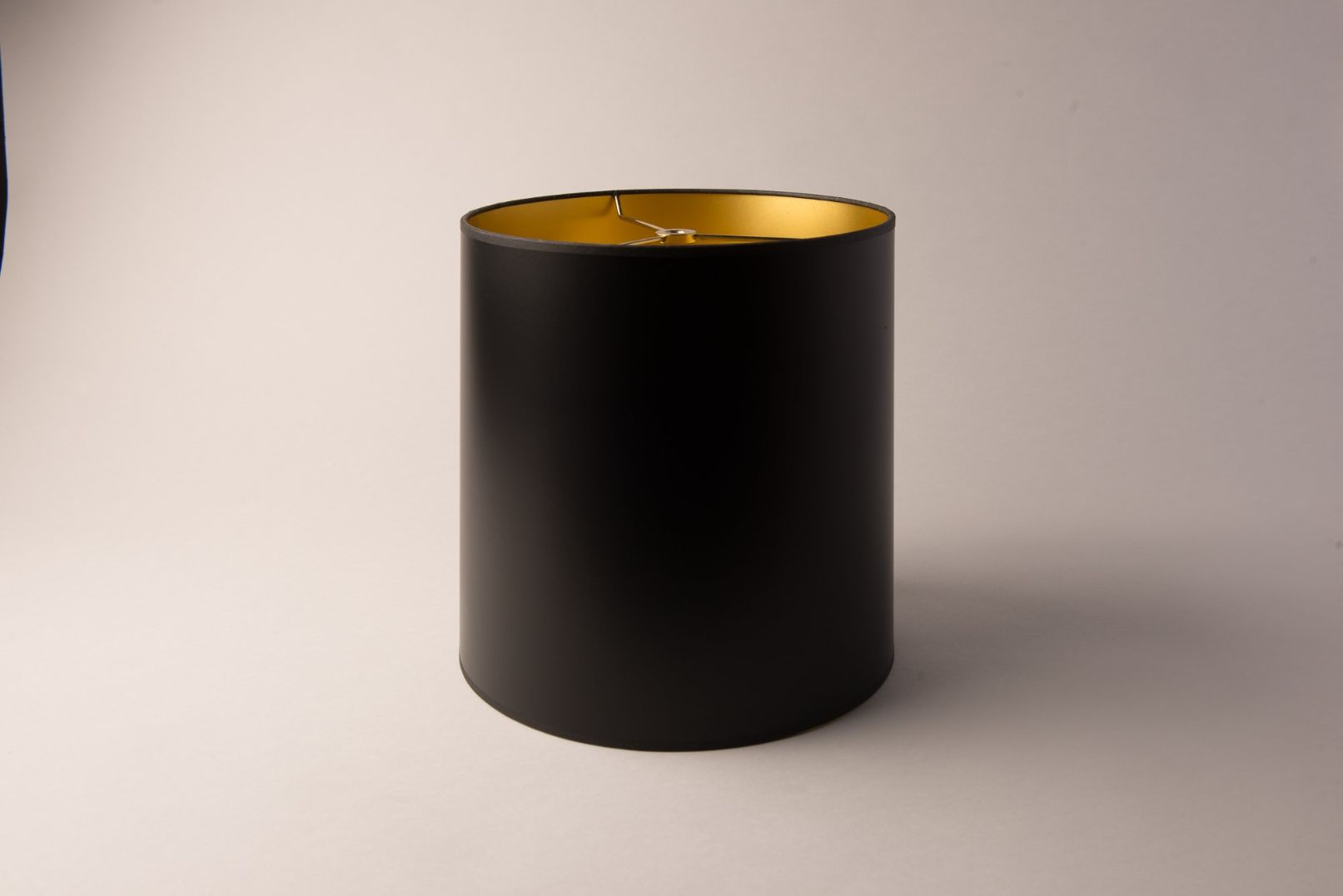 https://www.hotel-lamps.com/resources/assets/images/product_images/tall_drum_blk_gld_paper_1039.jpg